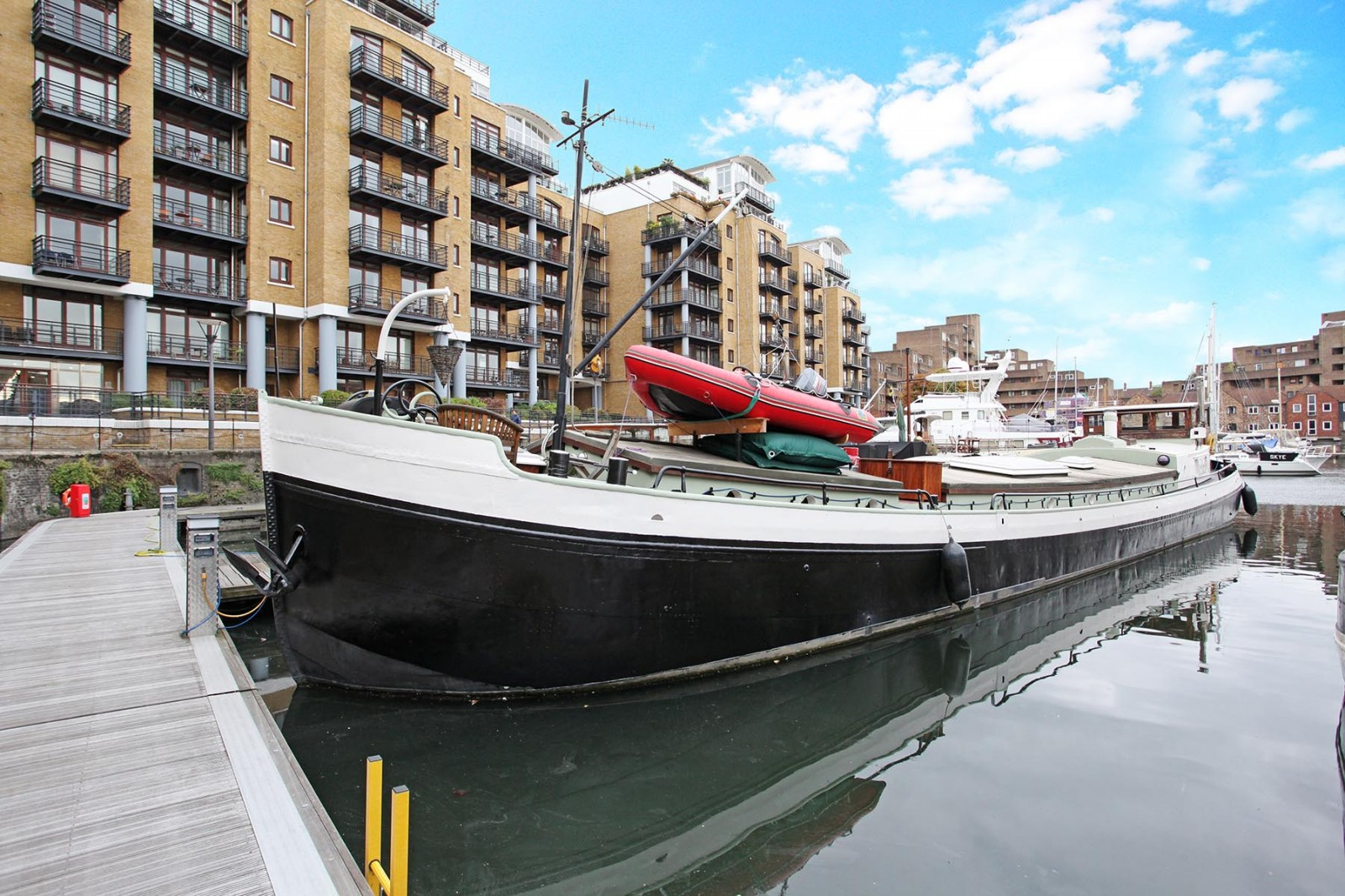 88ft barge st katherine docks