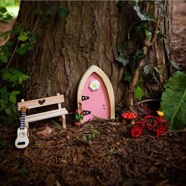 Enchanted gardens for children sell house fast for Secret fairy doors by blingderella