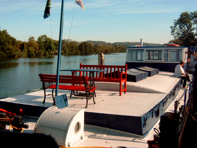 houseboat barge in Berkshire
