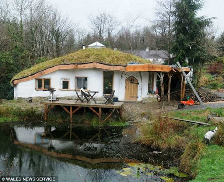 hobbit-house-wales